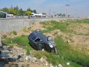 Batman'da trafik kazasında araç şarampole yuvarlandı