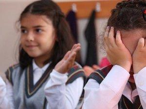 Okulun ilk günü çocuğun ağlaması normal