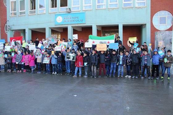 Sığınmacılar Rusya'nın okul saldırılarını protesto etti