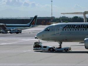 Çalışan Greve gitti! 150 uçuş iptal edildi