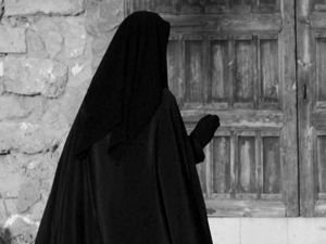 Paris'te alçaklığa devam! Çarşaflı kadına silahlı saldırı