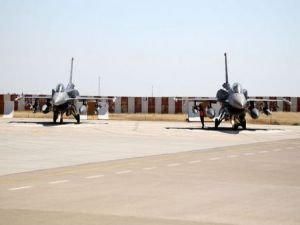 Tanklardan sonra şimdi de savaş uçakları...