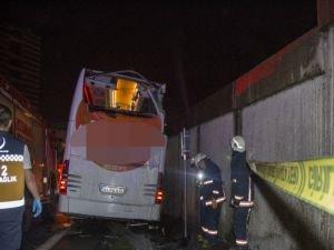Duvara çarpan otobüste bir yolcu öldü