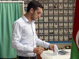 Azerbaycan halkı seçimde yüzde 69.7 katılım sağladı