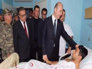 Bakan Soylu, yaralı askerleri ziyaret etti