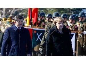 Muhalefetin Merkel eleştirisi