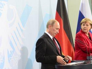 Merkel, Ukrayna ve Suriye için Putin'i aradı