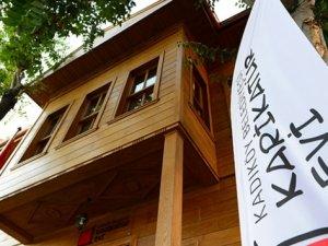 Restore edilen tarihi ahşap köşk 'Karikatür Evi' açıldı