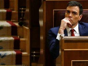 İspanya'da sosyalistlerin lideri istifa etti!