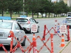 Sürücü adaylarınıa dikkat! Ehliyet sınavlarına 'video'lu standart geliyor