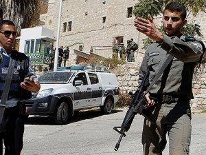 İsrail Filistinlilere camiyi yasakladı