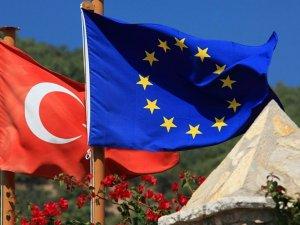 AB, Türkiye'de yaşayan Suriyeli öğrenciler için 300 milyon euro