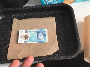 Yeni 5 sterlinlik banknotlar alay konusu oldu