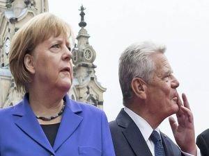 Merkel ve Gauck'tan geçmiş olsun