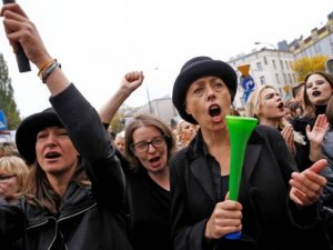 Polonya'da kürtaj yasası reddedildi