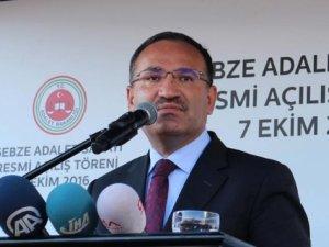 Bakan Bozdağ: Türk yargısı FETÖ'nün köpeklerine teslim olmadı