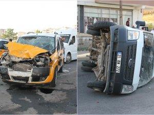 Diyarbakır'da minibüs ile ticari taksi çarpıştı: 4 Yaralı