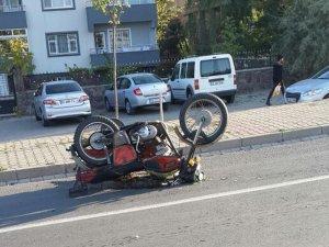 Bingöl'de Otomobil ile motosiklet çarpıştı:1 ağır yaralı
