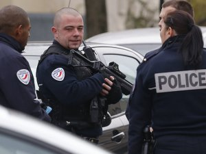 Polise molotofkokteyli saldırı