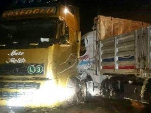 Virajı alamayan kamyon TIR'a çarptı: 1 yaralı