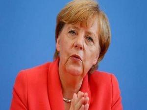 Merkel'den sığınmacı akınına karşı atağa geçti