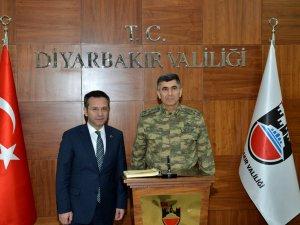 Orgeneral Salih Zeki Çolak'tan Diyarbakır Valisine ziyaret