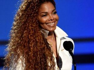 50 yaşındaki şarkıcı hamile!