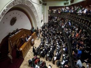 Venezuela'da 'yetki gaspı' tarışması