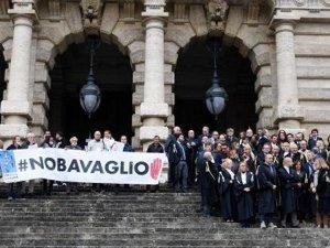 İtalya'da Türkiye'deki tutuklamalar protesto edildi