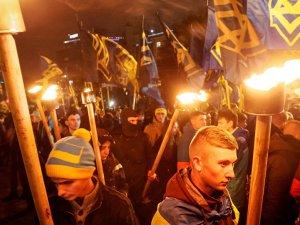 Neo-Naziler Kiev'de yürüdü