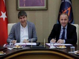 Antalya'da Üniversite ile işbirliğini başlatan protokol