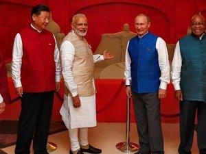 Putin'in giydiği mavi yeleğin sırrı ne?