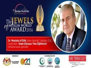 Dr. Mustafa Aydın'a İslam Dünyası Yılın Eğitimci Ödülü