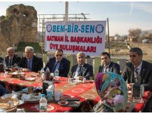 BEM-BİR-SEN Batman üyeleri Hasankeyf'te buluştu