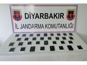 Diyarbakır'da kaçak cep telefonu operasyonu!