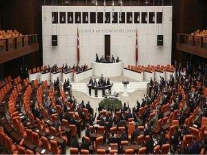 Milletvekilleri Meclis'te yemin ediyor