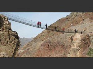 10 köyün ulaşımını sağlayan köprü onarılmayı bekliyor