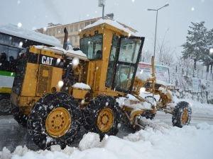 Van'da 64 yerleşim biriminin yolu kapandı