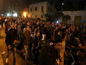 Kahire'de Polis protesto ediliyor