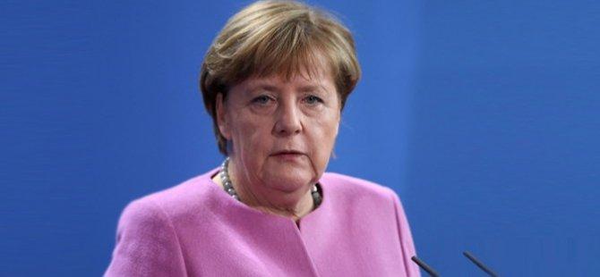 """Merkel: """"Güvenli bölgelerden yanayız"""""""