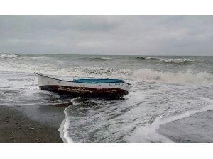 Balıkçı teknesi battı: 4 kişi kayıp