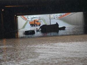 Ankara'da caddeler göle döndü