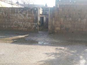 PKK'liler evlerin kapılarını söktüler!