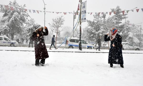 Erzurum'da 30 santime ulaşan kar