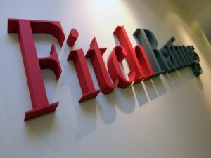 Fitch, risk notunu durağan'a yükseltti