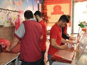 Kasaplar ucuz etin zincir marketlerde satılmasına tepkili