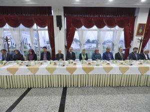 Hocalar Diyanet'in iftarında bir araya geldi