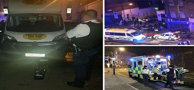 Londra'da camiden çıkanlara minibüsle saldırı!
