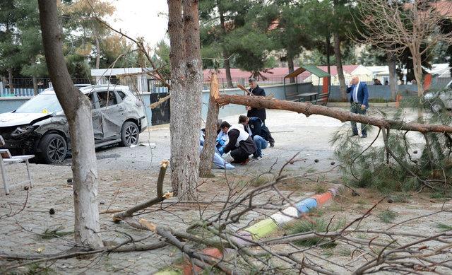 Suriye'den atılan havan topu okul bahçesine düştü