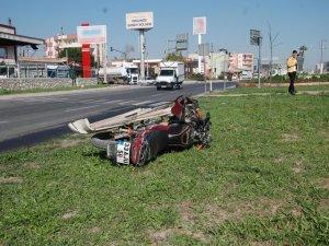 Mersin'de motosiklet kamyon altında kaldı 1 ölü